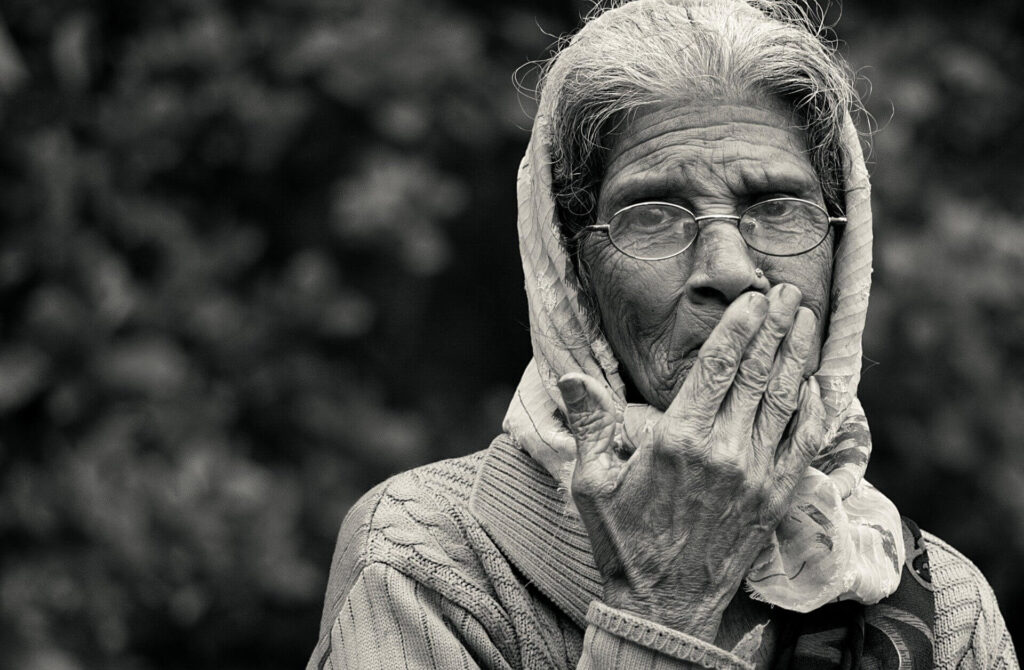 old lady 2724163 1920 1